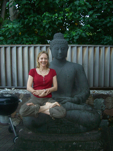 esther dyson with buddha statue