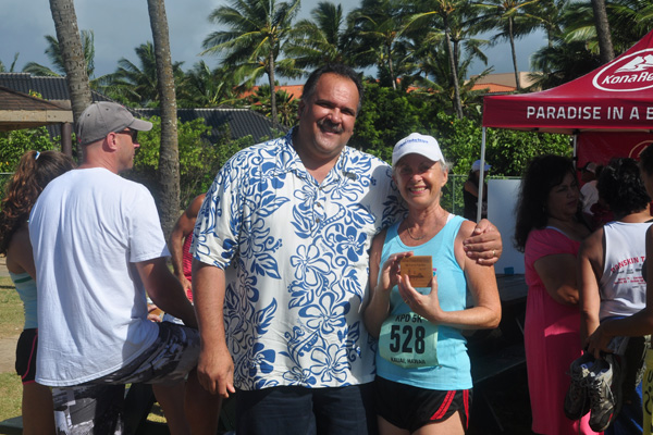 Linda Sherman with Mayor Carvalho and Race Prize